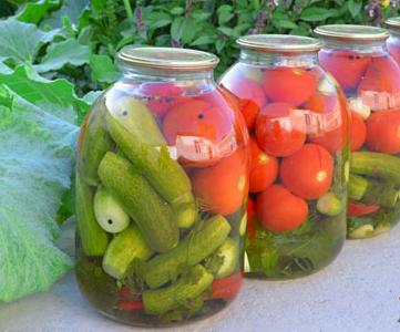 Ассорти из огурцов и помидоров на зиму, самый вкусный рецепт в банках