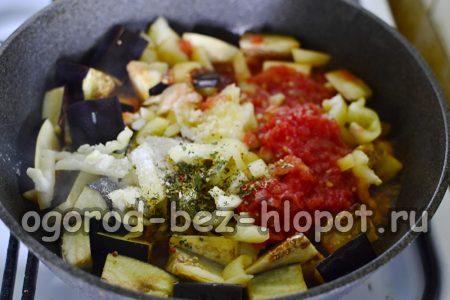 добавление перца и чеснока