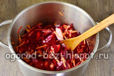 соединяем все овощи в кастрюле