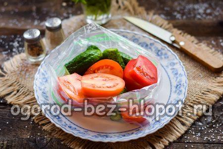 Сложить овощи в пакет