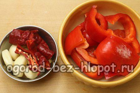 подготовить перец и чеснок