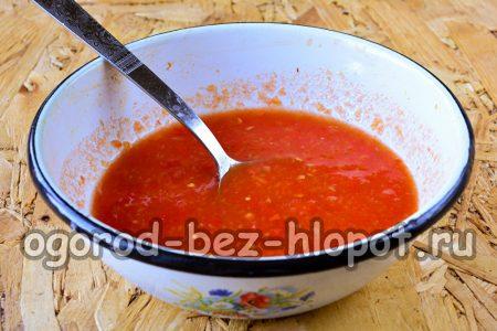 промываем томаты и прокручиваем их на мясорубке