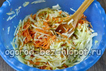 добавить маринад в овощи