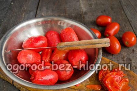 почистить томаты