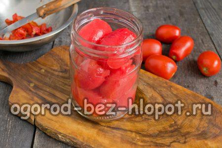 разложить помидоры в банки
