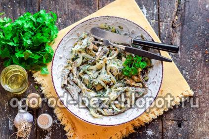 салатик из баклажанов в тарелке