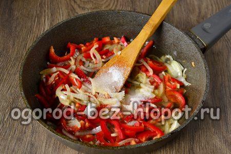 добавление соли, уксуса и сахара