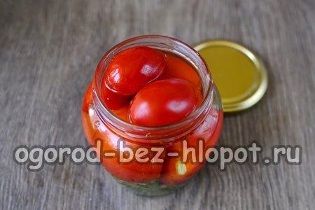 залить помидоры маринадом