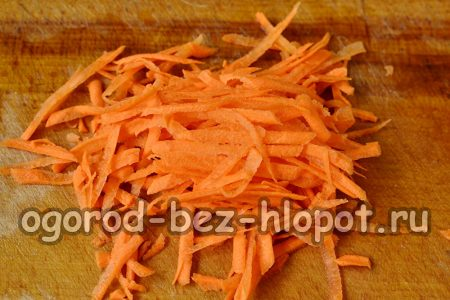 морковку натираем на терке