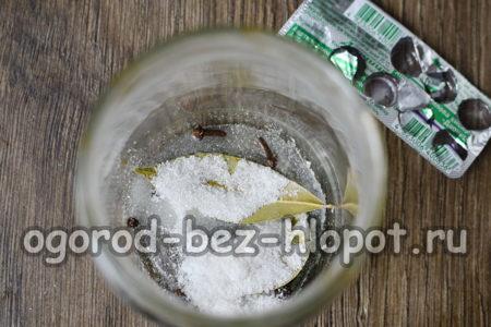 всыпать специи и аспирин
