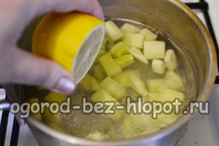 влить сок лимона