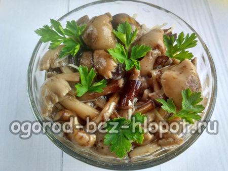 готовые грибы украсить зеленью