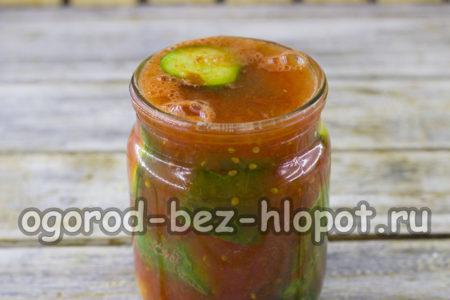 залить огурцы томатом