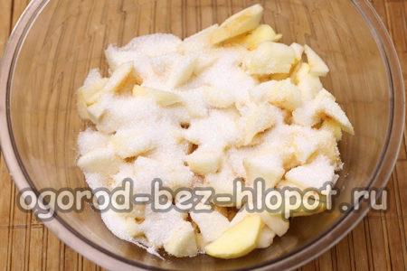 яблоки засыпать сахаром