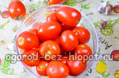 помыть томаты