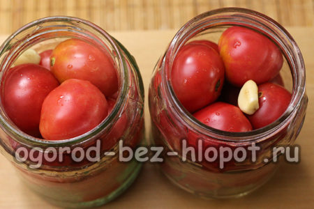 заполнить банки помидорами
