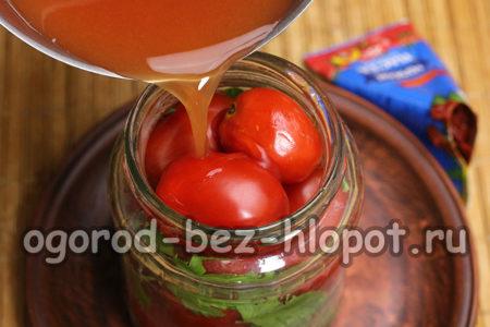 залить помидоры