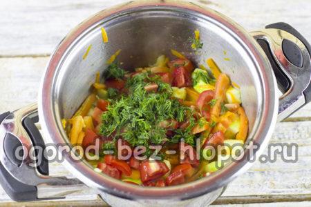 добавить помидоры, чеснок, зелень и остальные составляющие