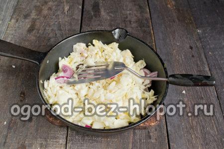 капусту добавить к луку