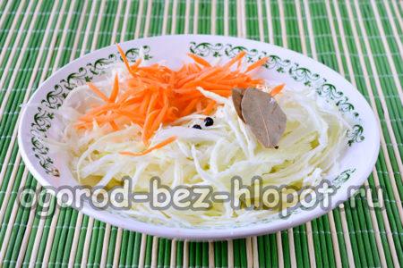 добавить морковь и пряности