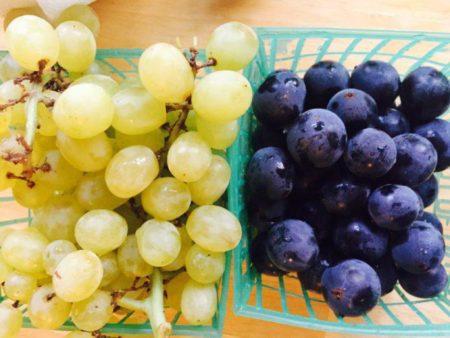 темный и светлый виноград