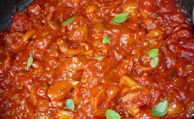 Грибы в томатном соусе
