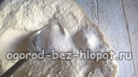 добавить ванильный сахар и разрыхлитель