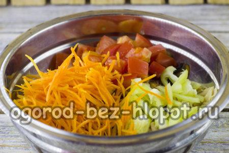 сладкий перец, помидоры и морковь нарезать