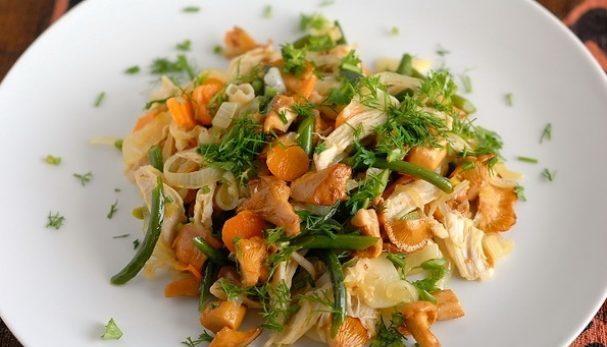 Салат из лисичек с курицей