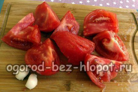 почистить помидоры и чеснок