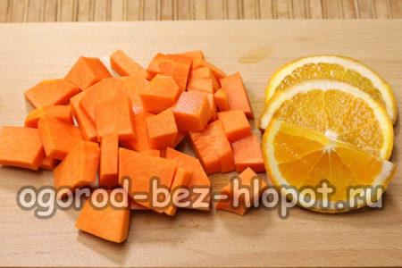 почистить и нарезать тыкву и апельсин
