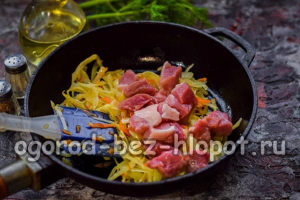 овощи обжарить, добавить мясо