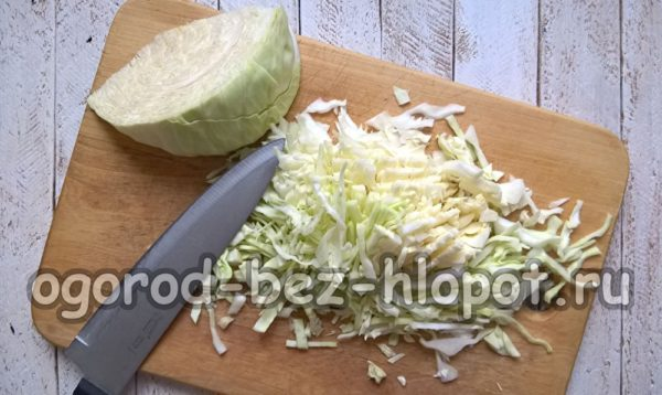 капусту нарезать соломкой