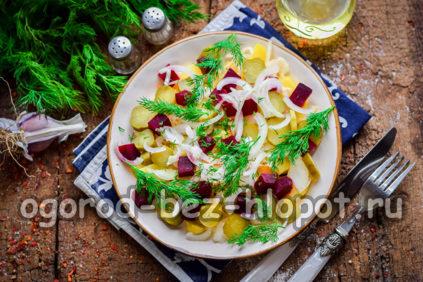 салат Деревенский с картошкой и соленым огурцом