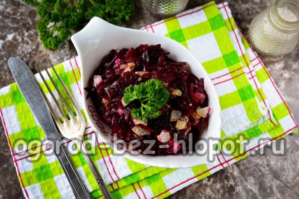 салат из отварной свеклы с жареным луком