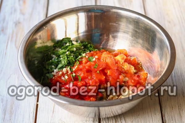 сложить овощи в миску