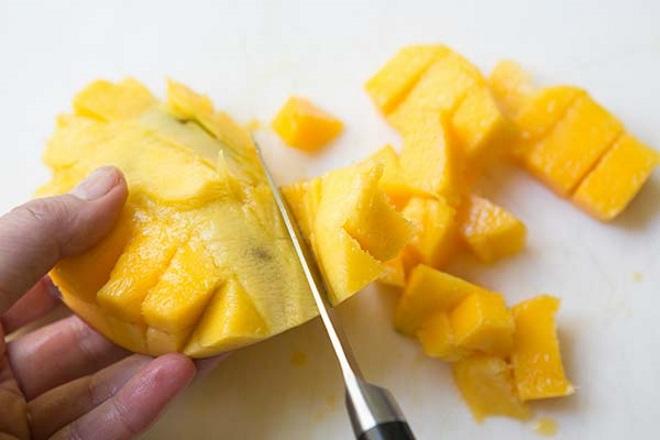 Способ нарезки манго с костью