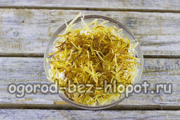 слой картофельной соломки
