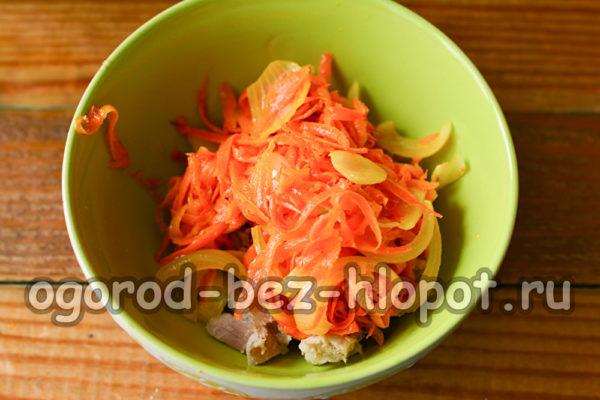 добавить пассерованные овощи