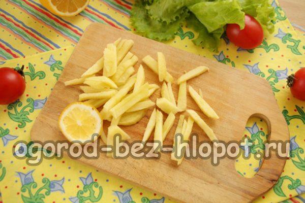нарезать яблоко, сбрызнуть лимонным соком