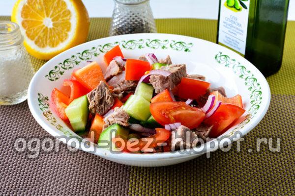 салат заправить маслом и соком лимона