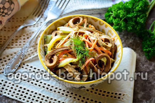 """салат """"Зимушка"""" с куриной печенью и корейской морковью"""