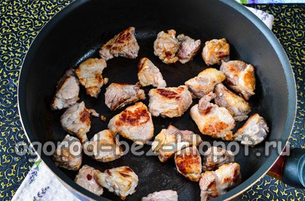 обжарить мясо до румяной корочки