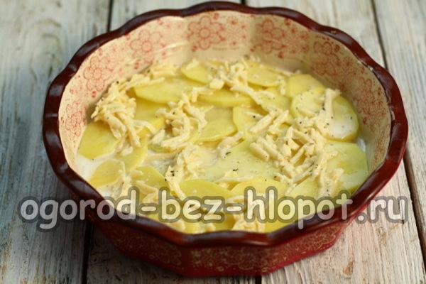 полить сливочно-сырной смесью