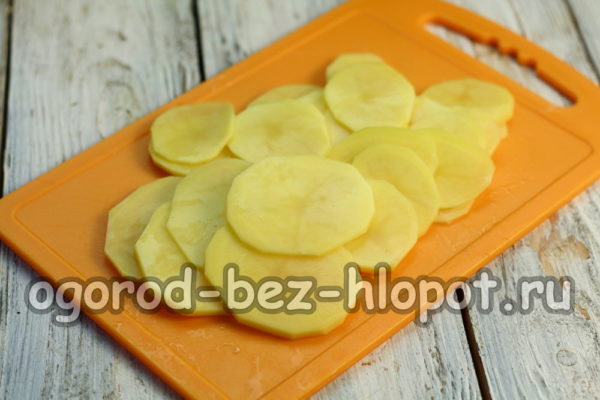 картофель нарезать тонко