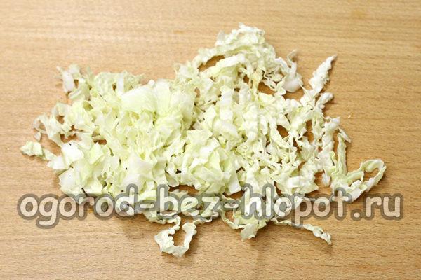 пекинскую капусту нашинковать