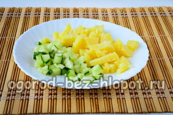 огурец и картошку нарезать