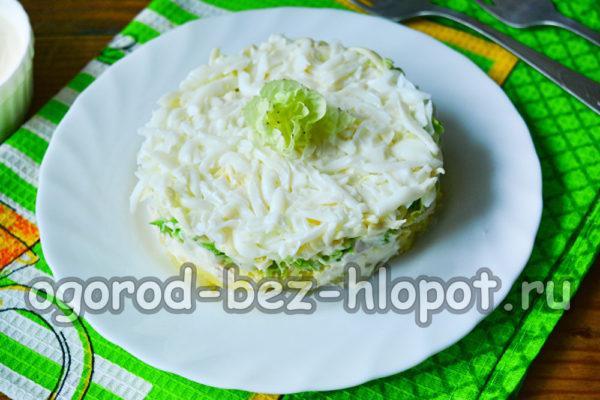 украсить салат розочкой из капусты