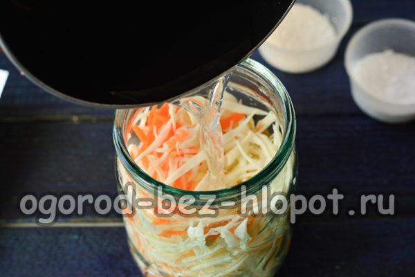 залить рассолом капусту
