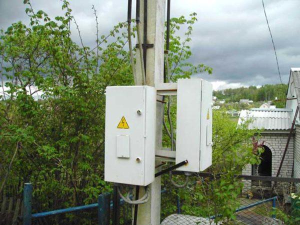 Установка счётчика электроэнергии на столбе: правила установки, стоимость услуги